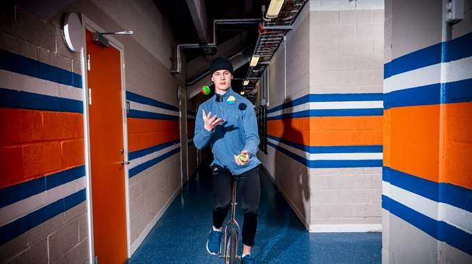 Elias Pettersson on a unicycle while juggling