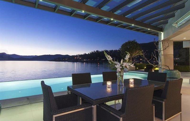 West Vancouver Seaside Place outdoor living