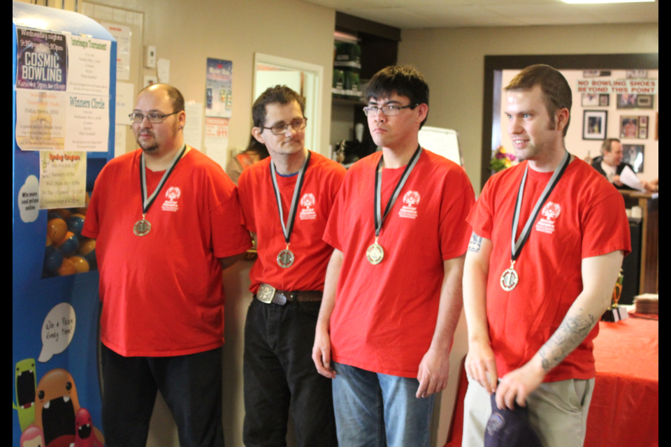Ronny Collington, Willy Waffle, Chris Johnson, and Peter Fenneman won the league. Along with Lisa Perry, they will be heading to PEI for nationals.