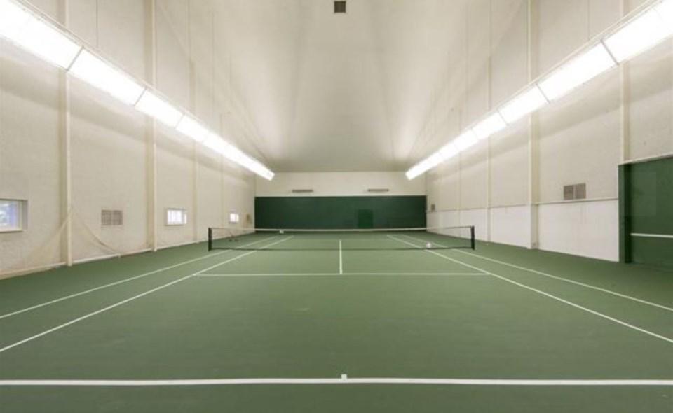 Bowen Island estate tennis