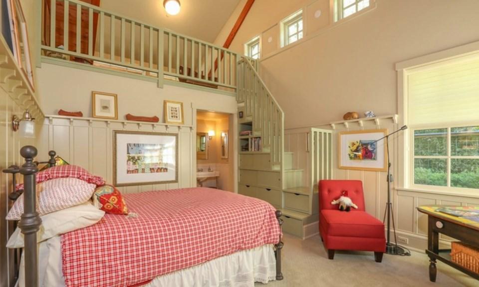 Oprah Orcas house loft room