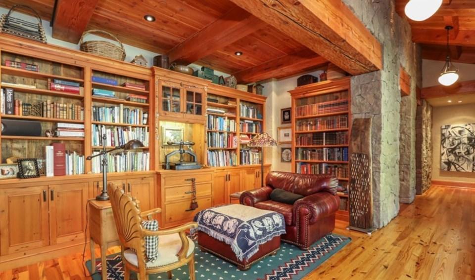 Oprah Orcas house library
