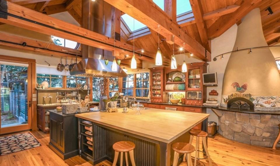 Oprah Orcas house kitchen