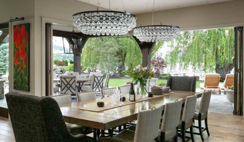Kalamalka lake house dining