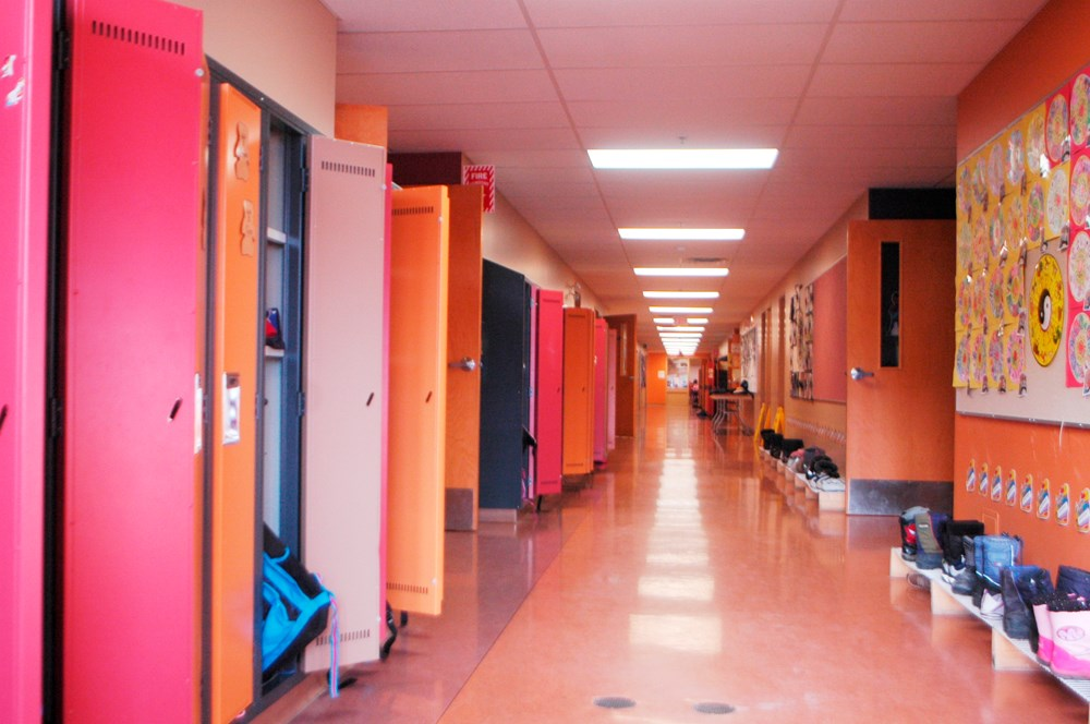 1218945 school hallway jpg;w=1000;h=664;mode=crop.