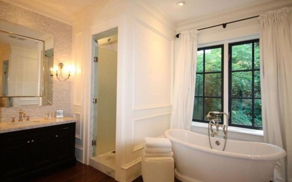 Southlands forest house master bathroom