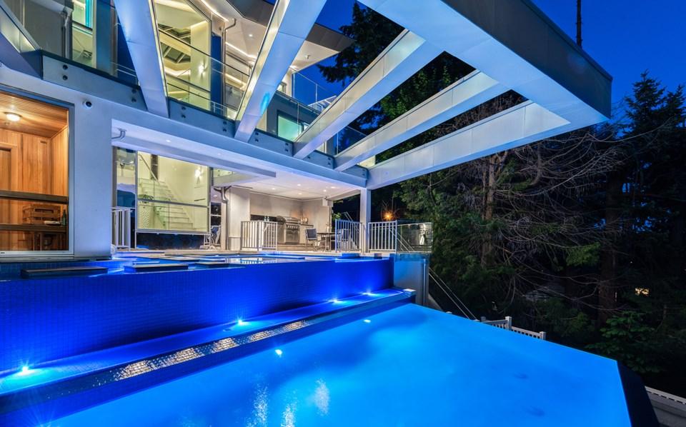 4580-Marine-Drive-West-Vancouver-pool
