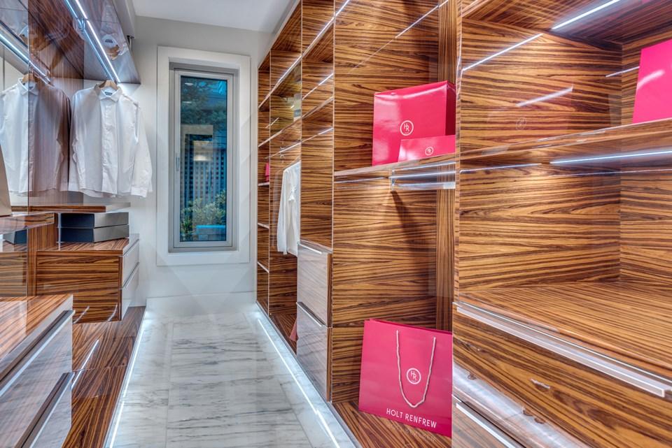 4580-Marine-Drive-West-Vancouver-closet