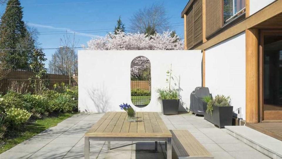 Erickson Hwang house patio