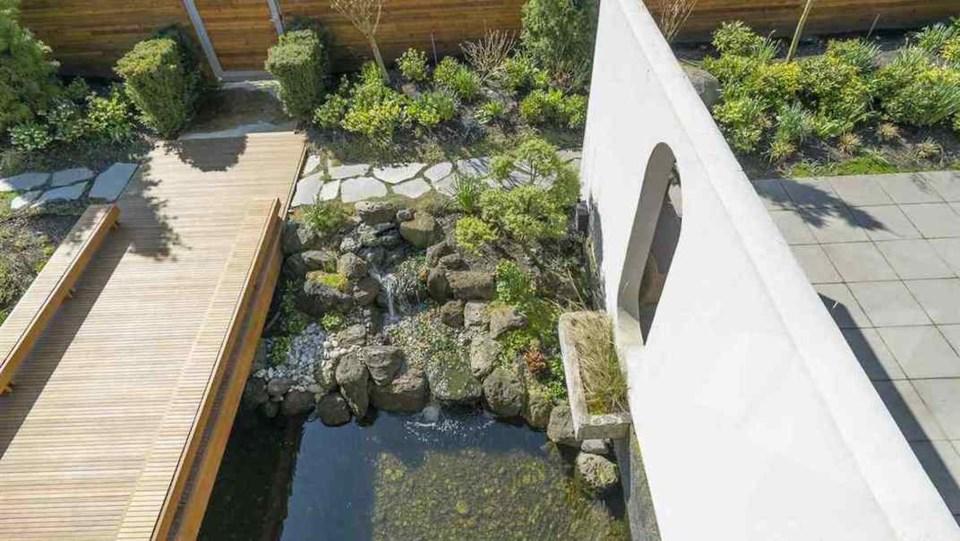 Erickson Hwang house garden