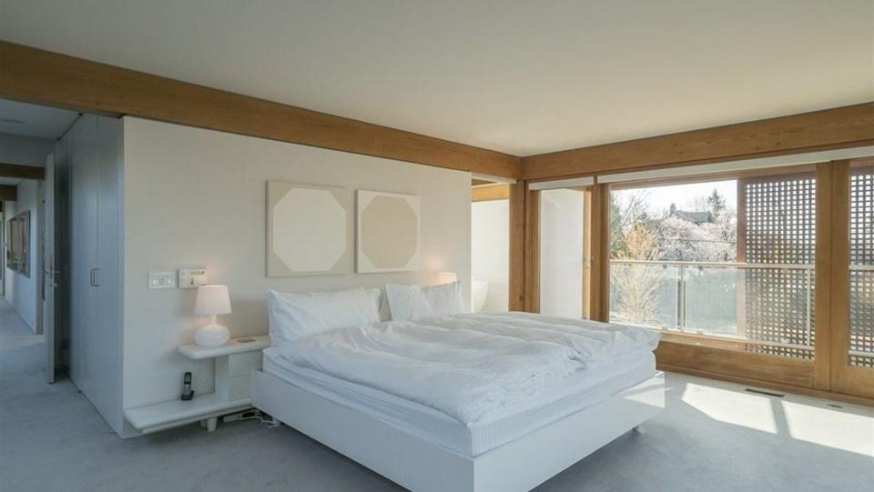 Erickson Hwang house master bedroom