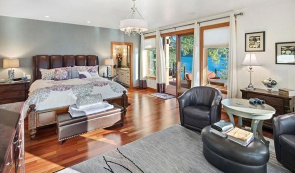 Stuart Island master bedroom