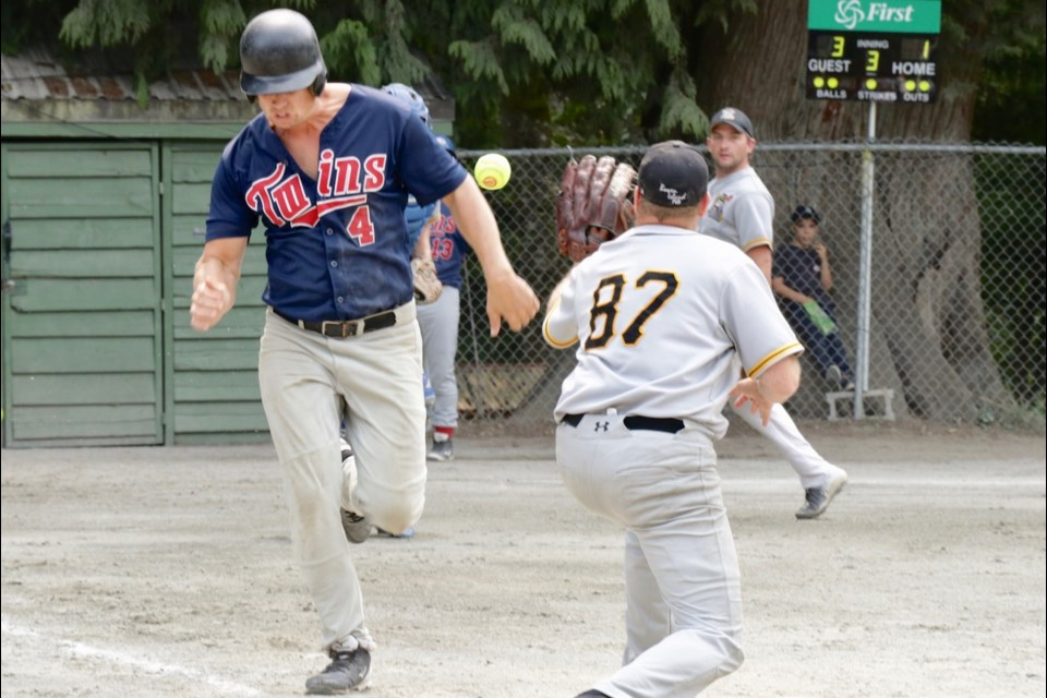 In Sunday's first semi-final, the Twins and the Cruisers battled it out to play for the championship. The Twins were last year's tournament winners.