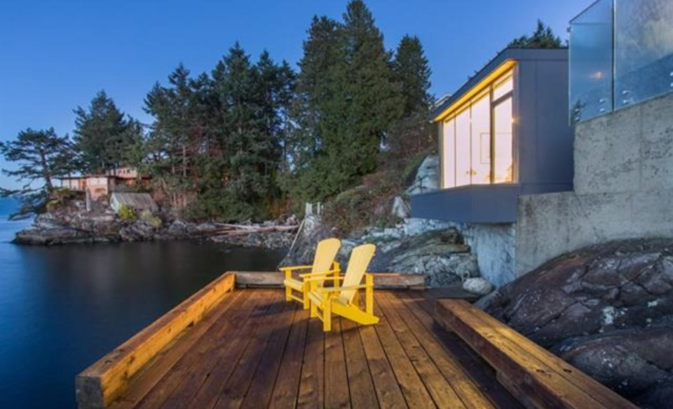 West Vancouver Modernist house deck