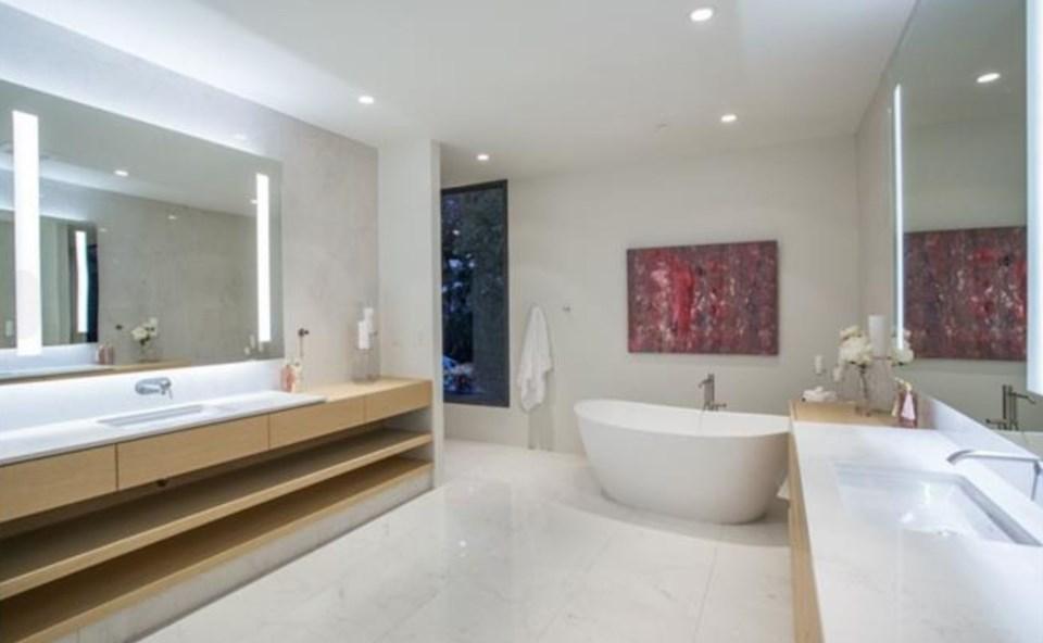 West Vancouver Modernist house master bathroom