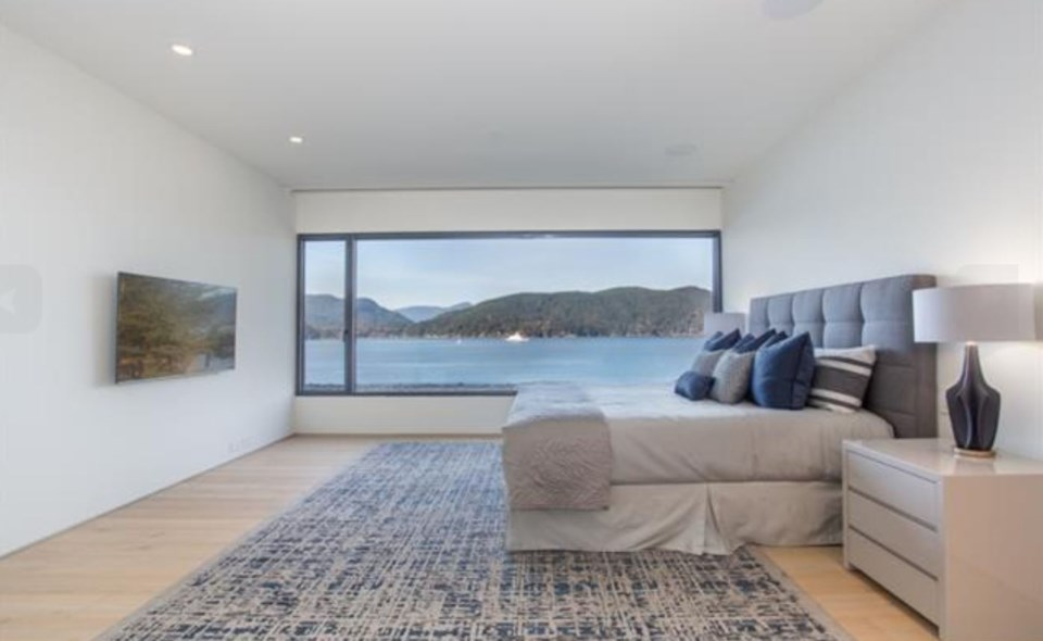 West Vancouver Modernist house master bedroom