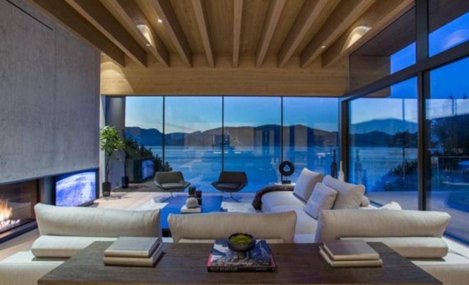 West Vancouver Modernist house living room