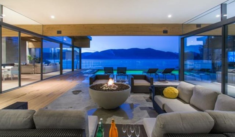 West Vancouver Modernist house outdoor living