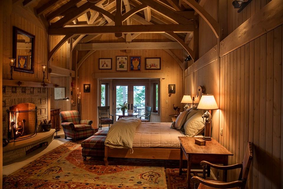 Subtle Islands house master bedroom