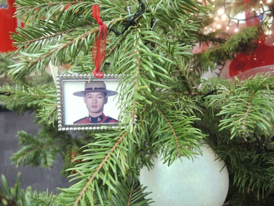 Richmond RCMP Christmas tree sparks memories for members_3