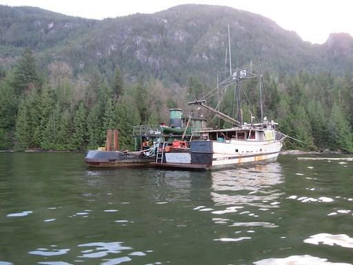 Boats take a beating at Darrell Bay_1