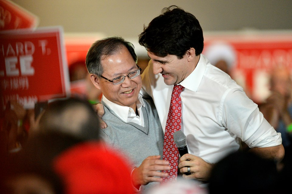 Lee embrace Trudeau