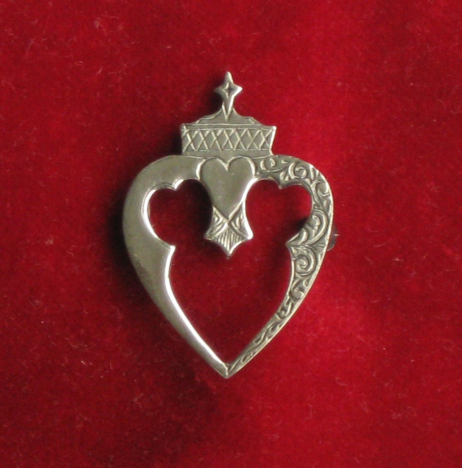Luckenbooth brooch