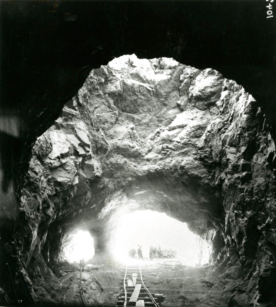 Shot between 1910 and 1912, this photo shows the tunnels expansion phase, in which 53 workers died.