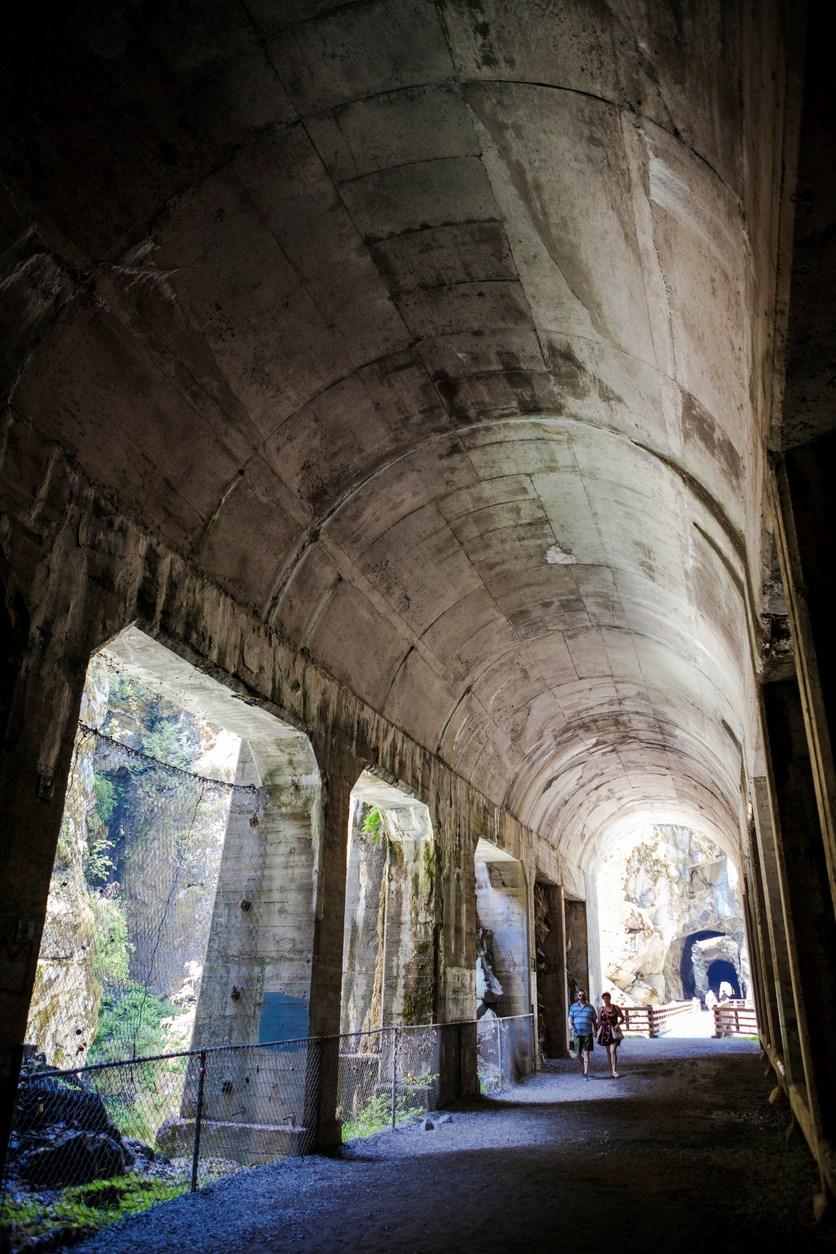 Othello tunnels