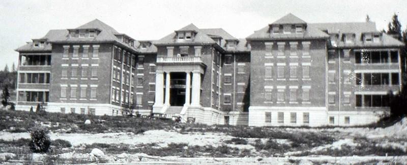 Riverview Centre Lawn 1924