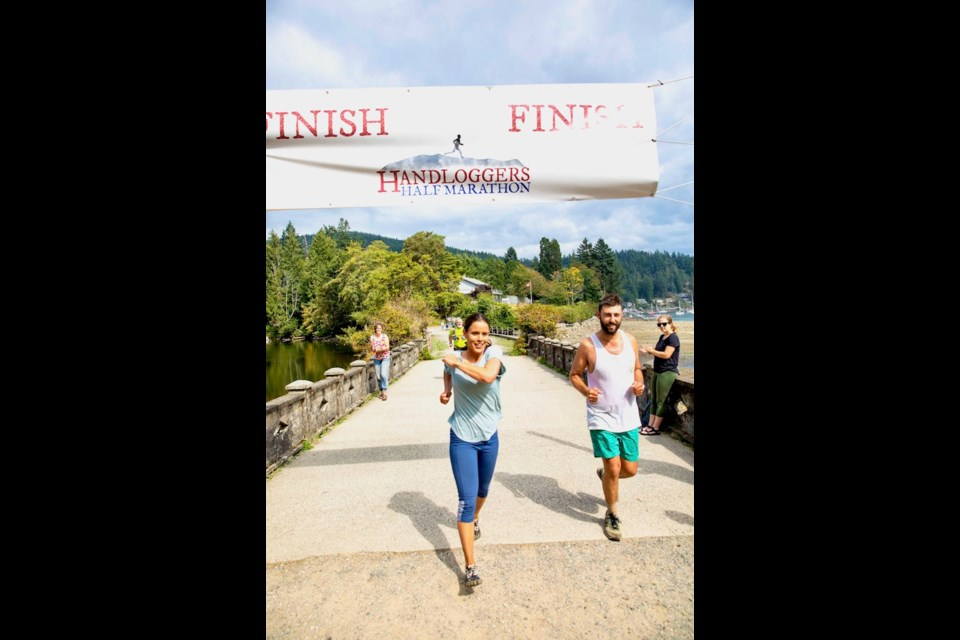 Ruben Fleming and Victoria Van Sharwen cross the finish line together.