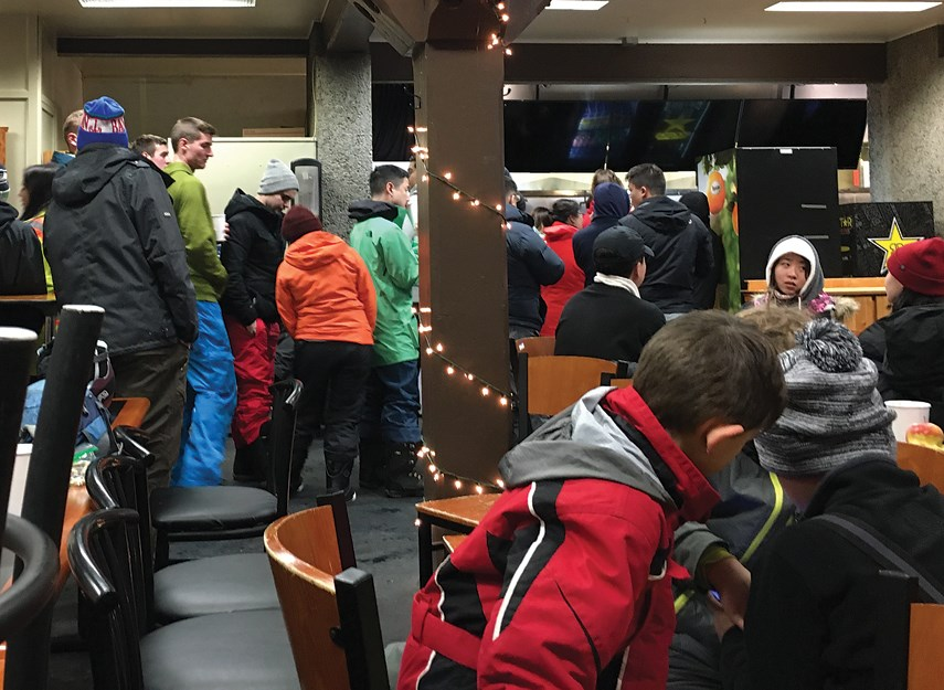 More than 100 people stuck in Mt. Seymour chalet overnight_1
