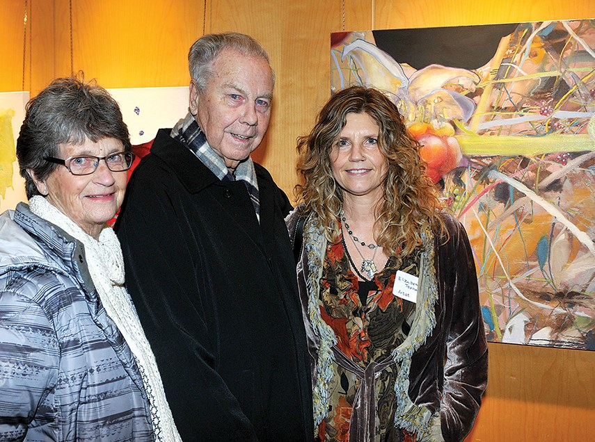 Exhibiting artist Elizabeth Topham with parents Wendy and Lorne Topham.