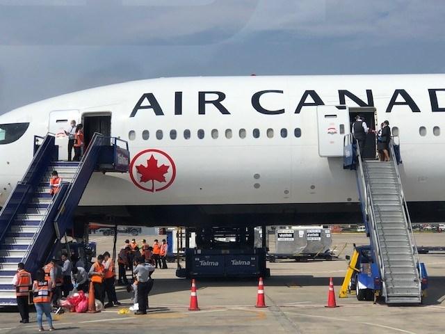 Emergency flight Peru Air Canada