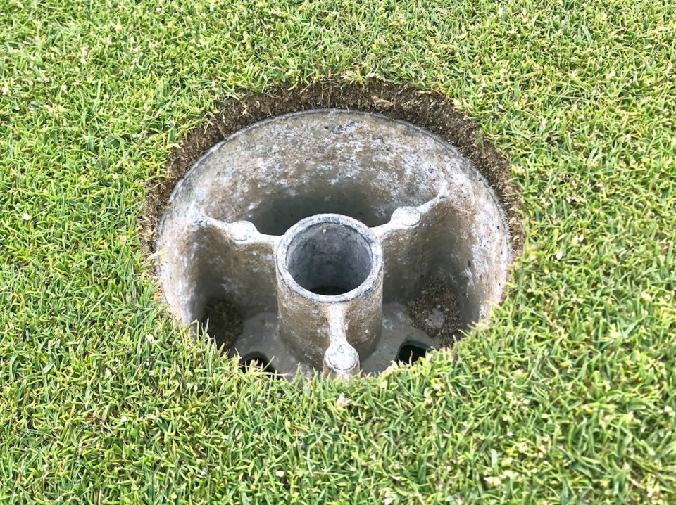 Golf course reopens for Bowen Islanders but with strict rules_2