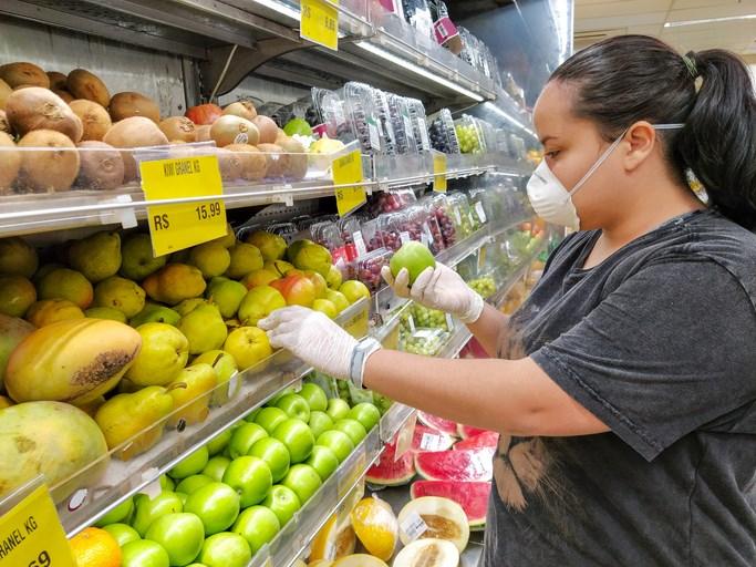 Supermarket asks customers to wear masks