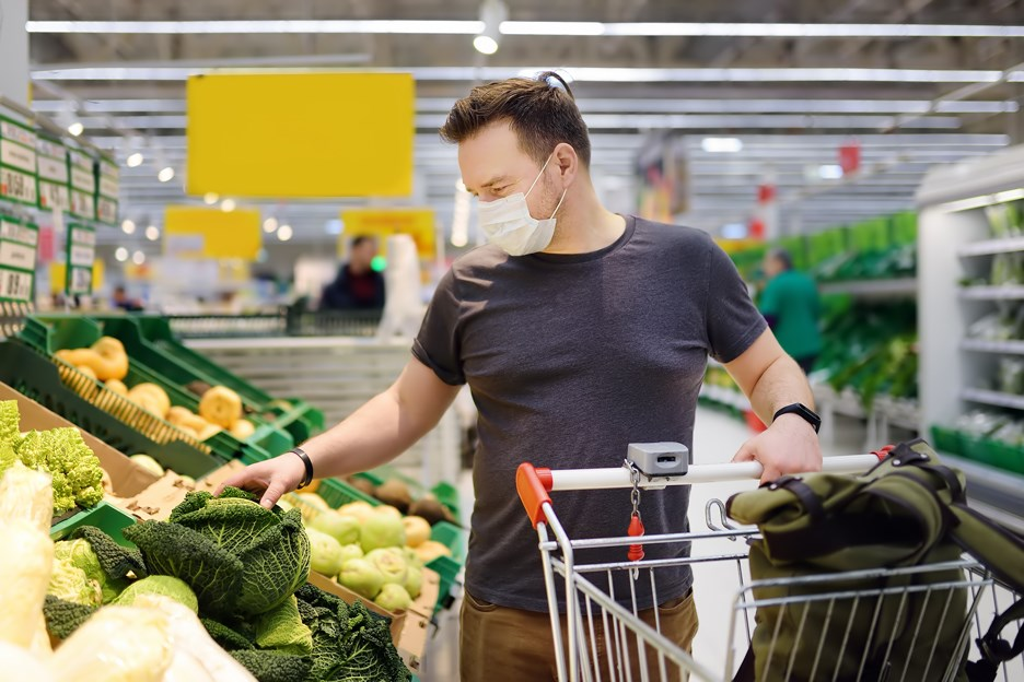 whole foods grocery store face mask shopping covid-19