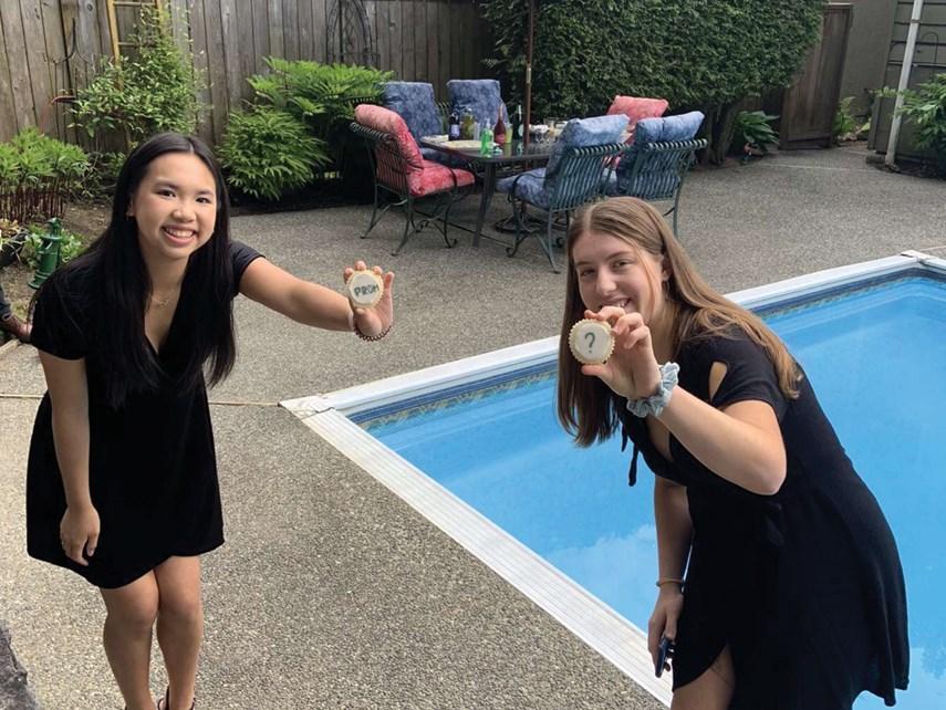 grad pool party