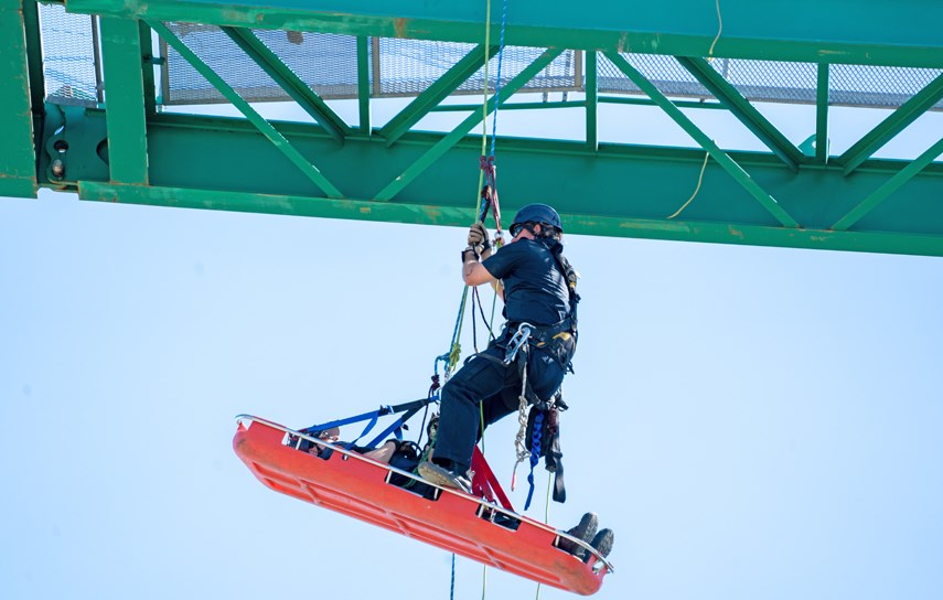 North Vancouver firefighters participate in the rope rescue training program. Image via Silvester Law