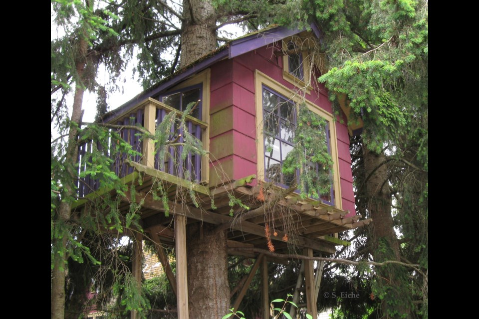 Treehouse at the corner of Garry Street and No.1 Road. Photo: © S. Eiche