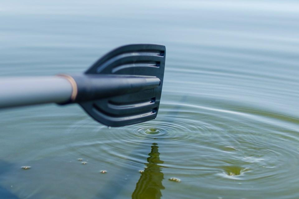 kayaker boat oar