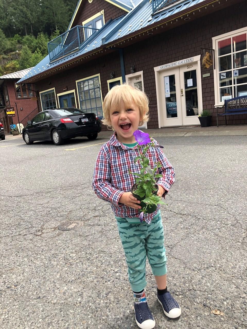 Meet Bowen's three-year-old gardener_3