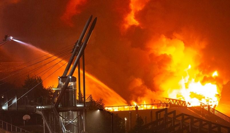 Westminster Pier Park, fire