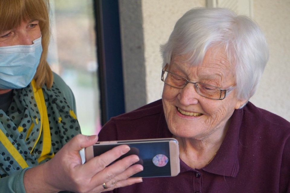 COVID cellphone and senior