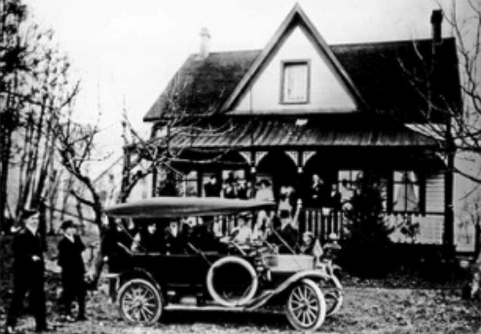 Navvy Jack House w old car