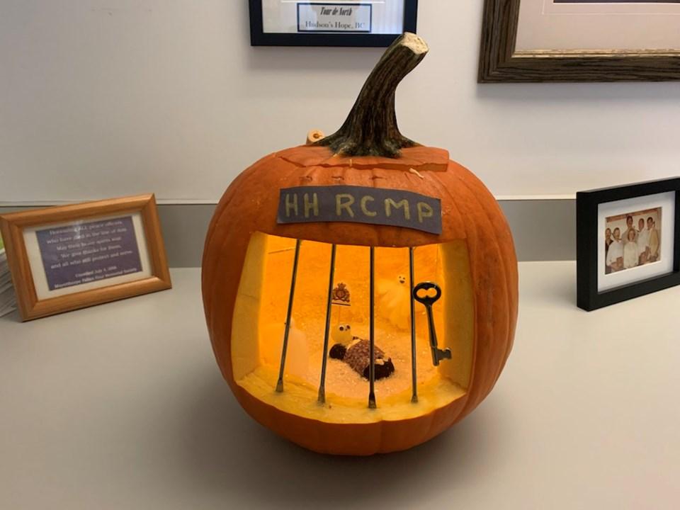 75041_Jail_cell_pumpkin
