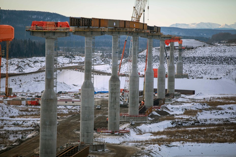 Halfway River bridge piers with girders are installed between the fourth and seventh bridge piers, December 2020.