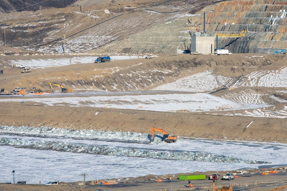 Breaking and piling the confined river ice along the left bank between the upstream and downstream cofferdams, January 2021.