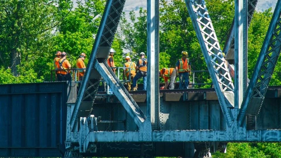 railway crews maintenance tracks CN Bridge