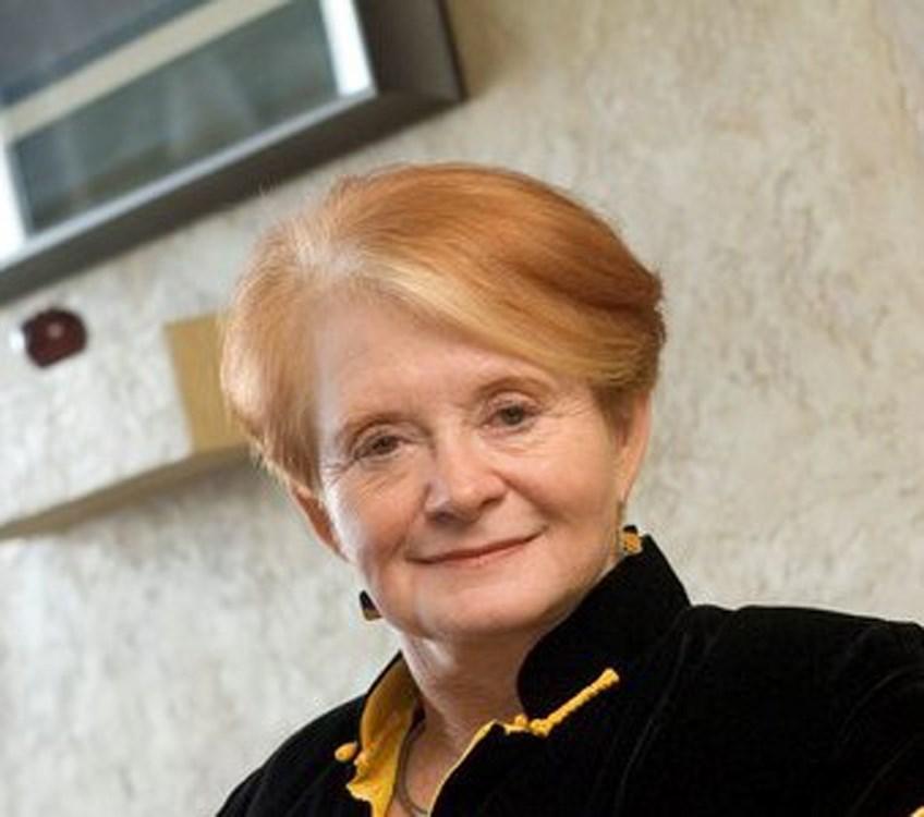 Leslie Hall Pinder
